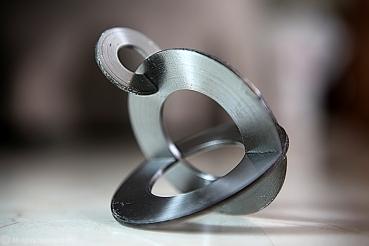 111 - Escultura 1 - Aço - 8x7x7.5cm - 1996 ©