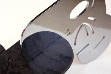 125 - Símio VI - Beija Símio - Aço cromado e aço bruto e verniz - 46x38cm - 2014 vista 6338©