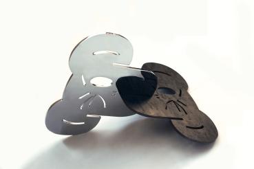 125 - Símio VI - Beija Símio - Aço cromado e aço bruto e verniz - 46x38cm - 2014 vista 6365©